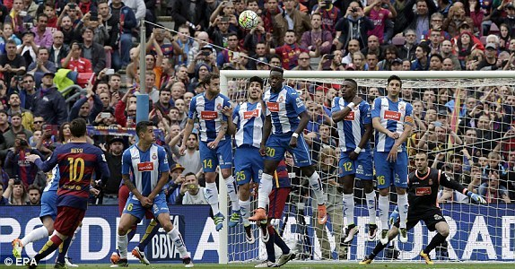 Messi ghi bàn mở tỷ số