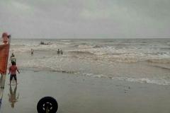Nam Định: 3 học sinh tắm biển bị sóng cuốn mất tích