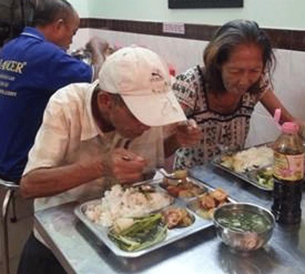 Chuyện khó tin về 'những người giàu' ở quán cơm... nghèo nhất Sài Gòn