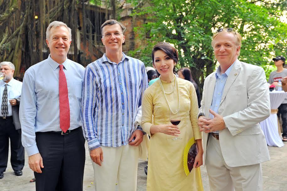 Việt Phủ, Thành Chương,Đại sứ, di sản, họa sĩ