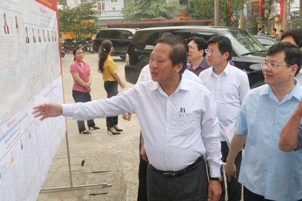 Bộ trưởng TT&TT kiểm tra công tác bầu cử tại Tuyên Quang