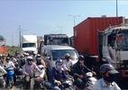 """Xe """"điên"""" gây tai nạn liên hoàn, xa lộ Hà Nội tê liệt suốt 2 giờ"""