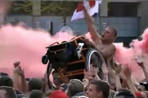 CĐV khuyết tật ăn mừng điên cuồng PSV vô địch
