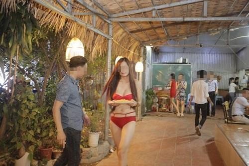 quán ăn, mặc bikini, Hà Nội, Cầu giấy