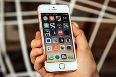 Bộ Truyền thông Ấn Độ: Phá mã iPhone dễ như xơi kẹo