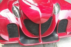 Siêu ô tô 5 bánh xuất hiện trên phố Hà Nội gây 'náo loạn'