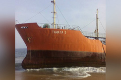 Phát hiện tàu ma giạt vào bờ biển