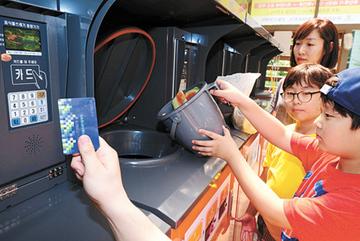 Hàn Quốc: Thùng rác thông minh ngăn lãng phí đồ ăn