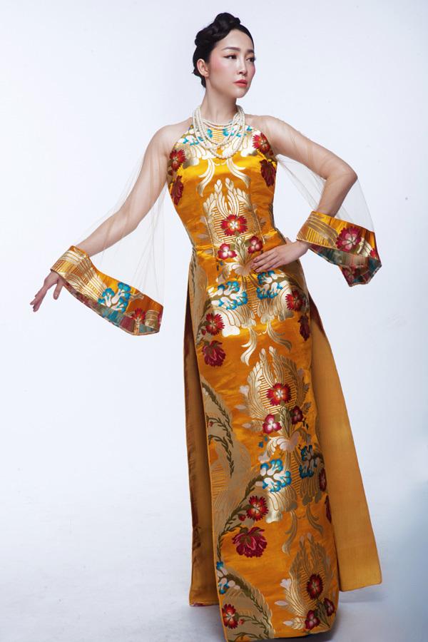 NTK Đức Hùng, áo dài xuyên thấu