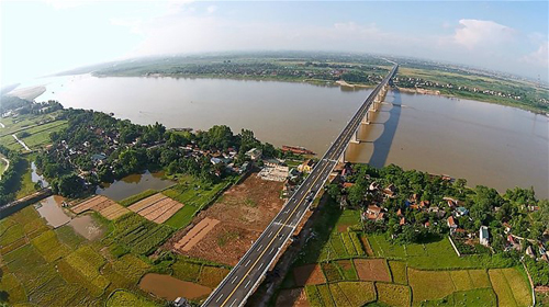 Có nên tư nhân hóa sông Hồng?