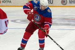 Xem Putin chơi khúc côn cầu trên băng