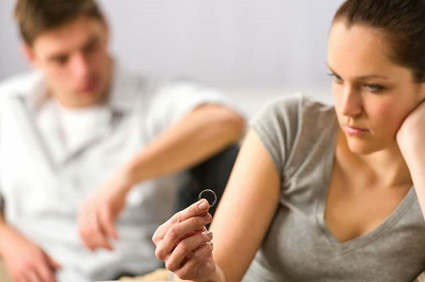 Lật tẩy âm mưu của chồng qua dòng chữ: 'Trọn đời này anh mãi chỉ yêu em!'