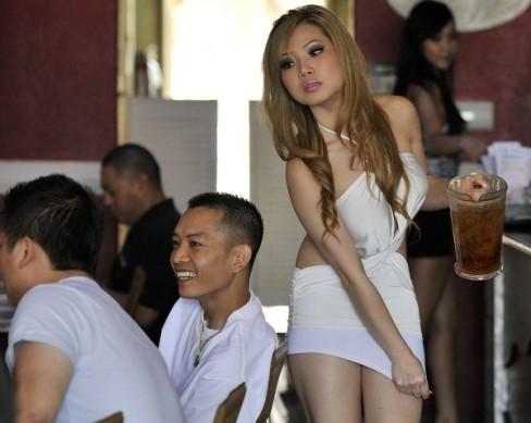 Cà phê bikini của người Việt tại Mỹ