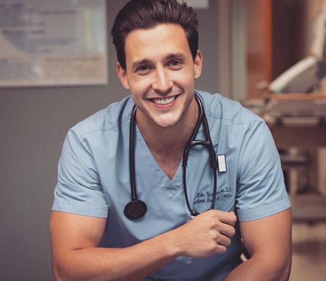 Mikhail Varshavski, bác sĩ đẹp trai nhất thế giới