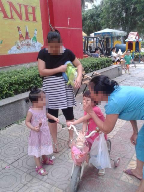 mẹ Việt, dạy con, nơi công cộng, ứng xử, trẻ con, chung cư