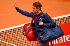Roger Federer bị đá bay khỏi Rome Masters