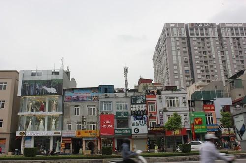 Đường phố Hà Nội khi 'cởi bỏ' đồng phục biển hiệu