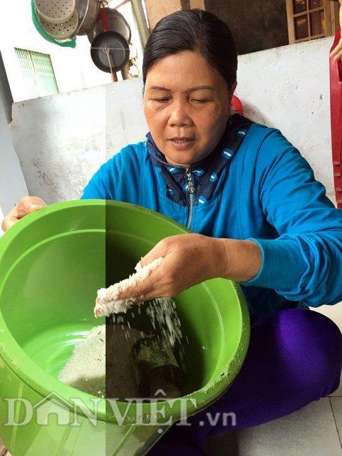 Nghi án gạo nhựa trộn lẫn gạo thật lừa dân