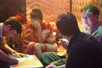 Đột kích quán bar có show người chuyển giới diễn bikini