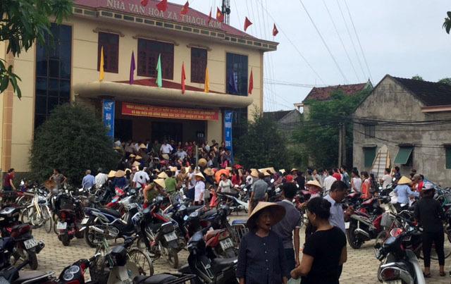 Ngư dân phấn khởi nhận gạo cứu trợ, sẵn sàng cho bầu cử