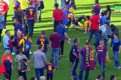 Sao Barca nghẹt thở trong vòng vây CĐV