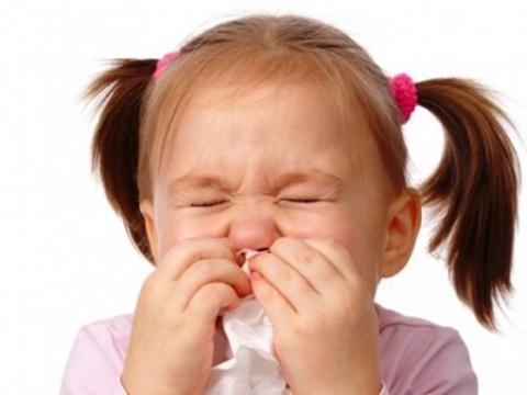 Mẹ vô tư dạy con xì mũi sai cách, con có thể bị điếc
