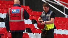 Chùm ảnh: Sân Old Trafford phát hoảng vì chiếc túi lạ