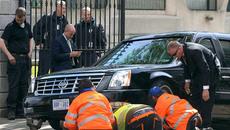 Những sự cố khiến Tổng thống Mỹ 'dở khóc dở cười'