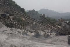 Yên Bái: Khai thác đá trái phép Núi Tè?
