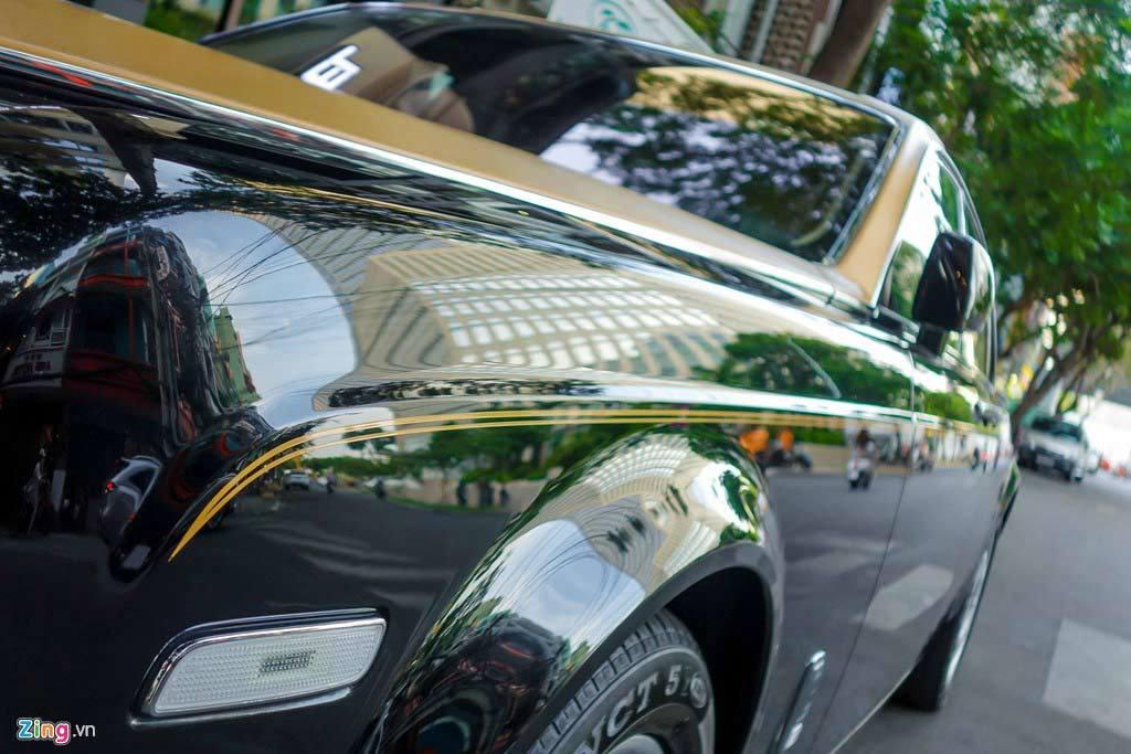 Rolls-Royce đặc biệt của đại gia Campuchia trên phố Sài Gòn