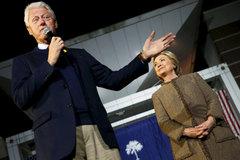 """Các bê bối cũ vẫn """"ám"""" Hillary Clinton"""