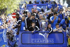 Thành Leicester chìm đắm trong lễ rước cúp lịch sử