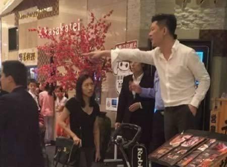 Quản lý nhà hàng đồ ăn Nhật gây bức xúc vì hút thuốc, chửi khách
