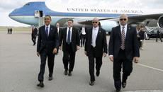 Bí ẩn những người mặc áo đen luôn bám sát Obama