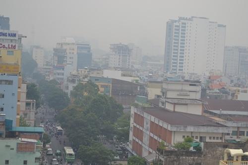 Bầu trời Sài Gòn mờ ảo trong sương mù