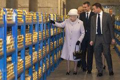 Hầm vàng 2.000 tấn của Anh rơi vào tay Trung Quốc