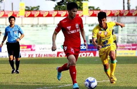 Tuyệt phẩm của Công Vinh lọt top 5 bàn thắng vòng 10 V.League