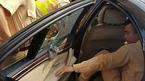 CSGT đập vỡ kính BMW cứu người bất tỉnh bên trong