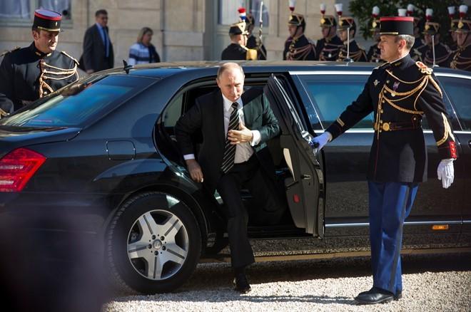 Xe chống đạn triệu USD của Tổng thống Nga sắp ra mắt