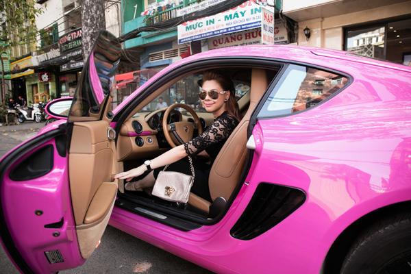 'Búp bê' Thanh Thảo gây sốc với siêu xe độc lạ