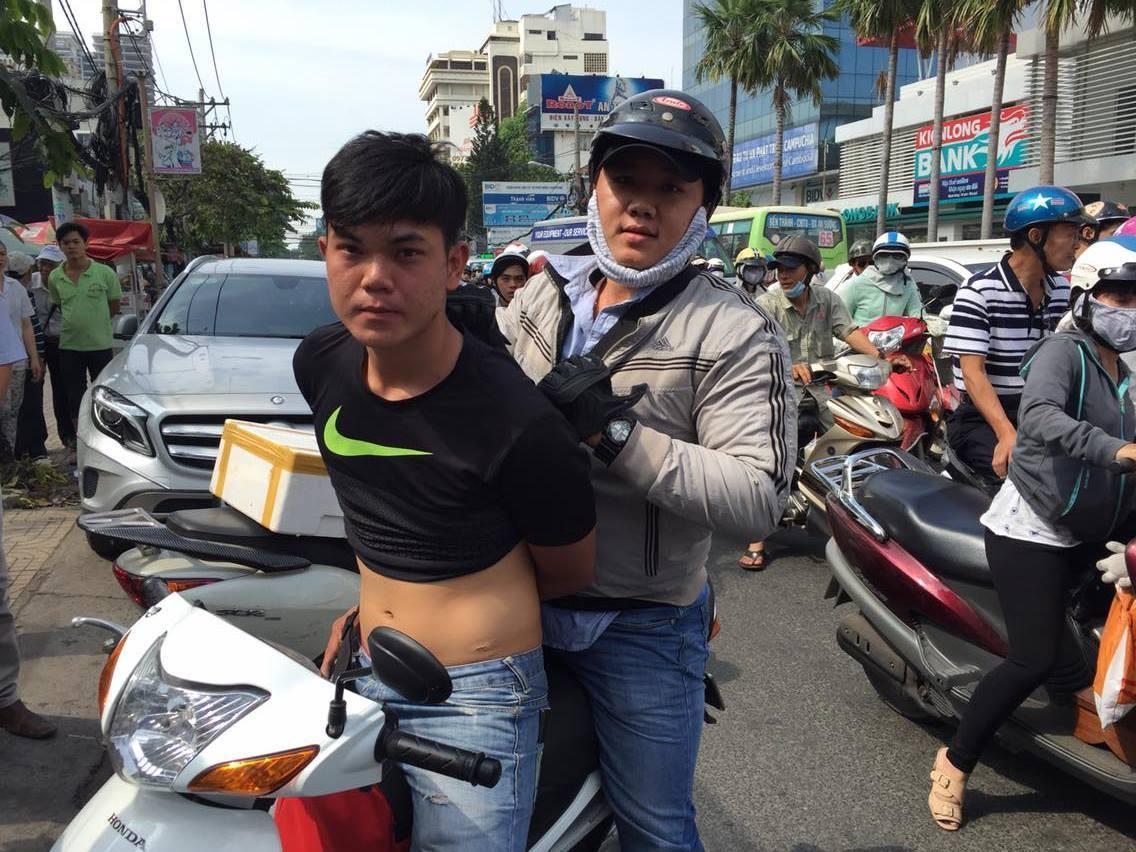 Thưởng 5 triệu cho người dân bắt cướp ở Sài Gòn