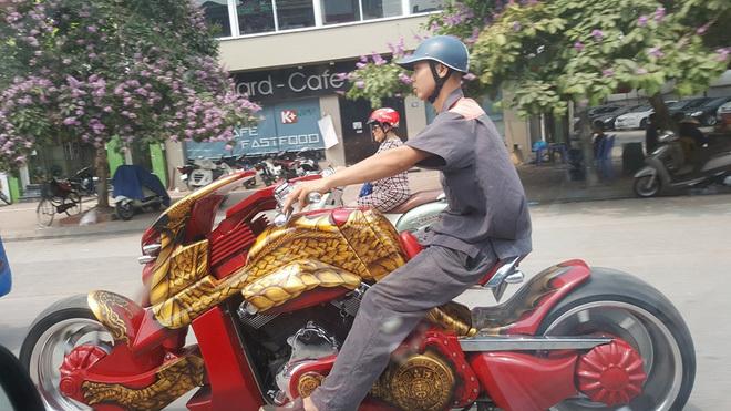 Chiếc 'Long xa' gây ầm ĩ đường phố Hà Nội