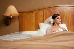 Đêm tân hôn, cô dâu lặng lẽ bỏ trốn, cả nhà tá hỏa đi tìm