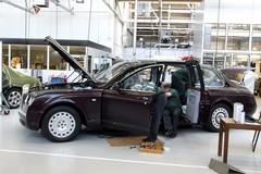 Xe chống đạn 10 triệu bảng của Nữ hoàng Anh