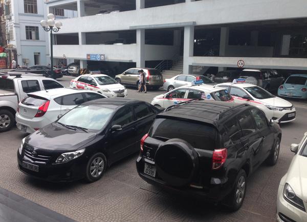 60 triệu/m2, chỗ đỗ ô tô giá 1 tỷ: Nhà giàu 'khóc thét'