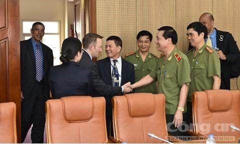 Obama thăm Việt Nam: Chỉ mật vụ Mỹ được mở cửa xe