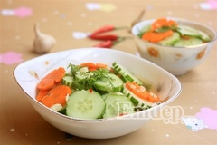 Salad rau củ trộn chua ngọt giòn mát xua tan nắng hè