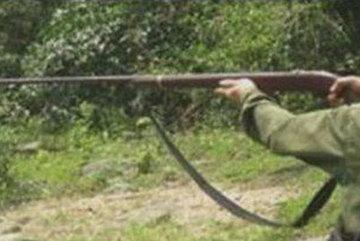 Bắn trúng đầu bạn đi săn vì tưởng… khỉ