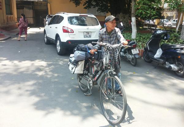 Bạn chết vì suy thận, chàng trai đạp xe 2.000km hiến tạng