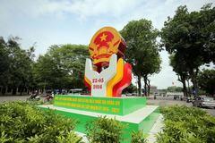 Phố phường Hà Nội 'thay áo mới' chào đón bầu cử